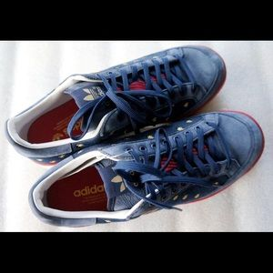 Brand New Adidas Bee Suede Sneaker